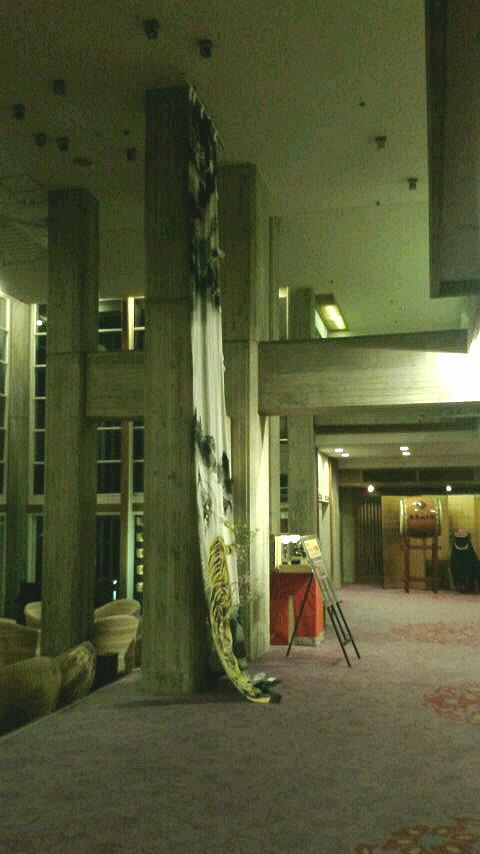 山陰(2016.3)旅行記  〜出雲・伯耆路〜  その8    皆生温泉「東光園」へ。  約50年前に建設されたとは思えないくらいモダンな建物。